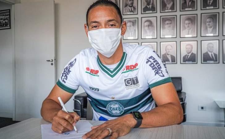 Ricardo Oliveira promete gols e mostra motivação ao chegar no Coritiba